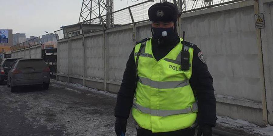 Цагдаа нарт хорт утаанаас хамгаалах амны хаалт тараажээ