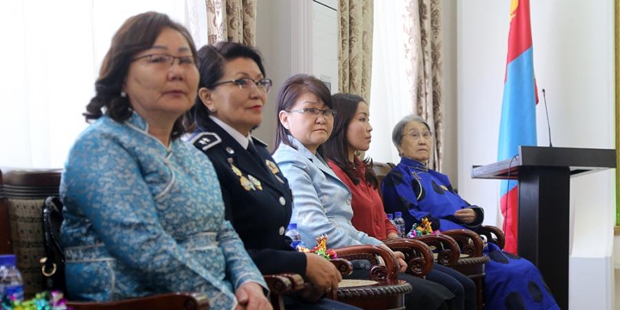 Салбар салбарын түүчээ эмэгтэйчүүдэд хүндэтгэл үзүүллээ