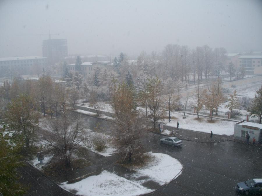 Улаанбаатарт өдөртөө цас орно