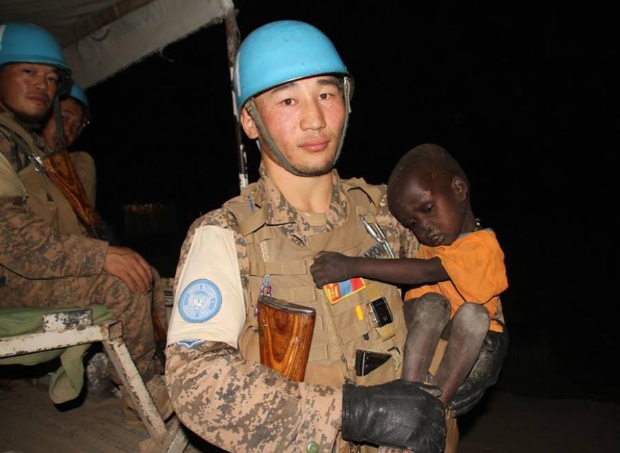 Монгол цэргүүд хоёр настай хүүгийн амийг аварчээ