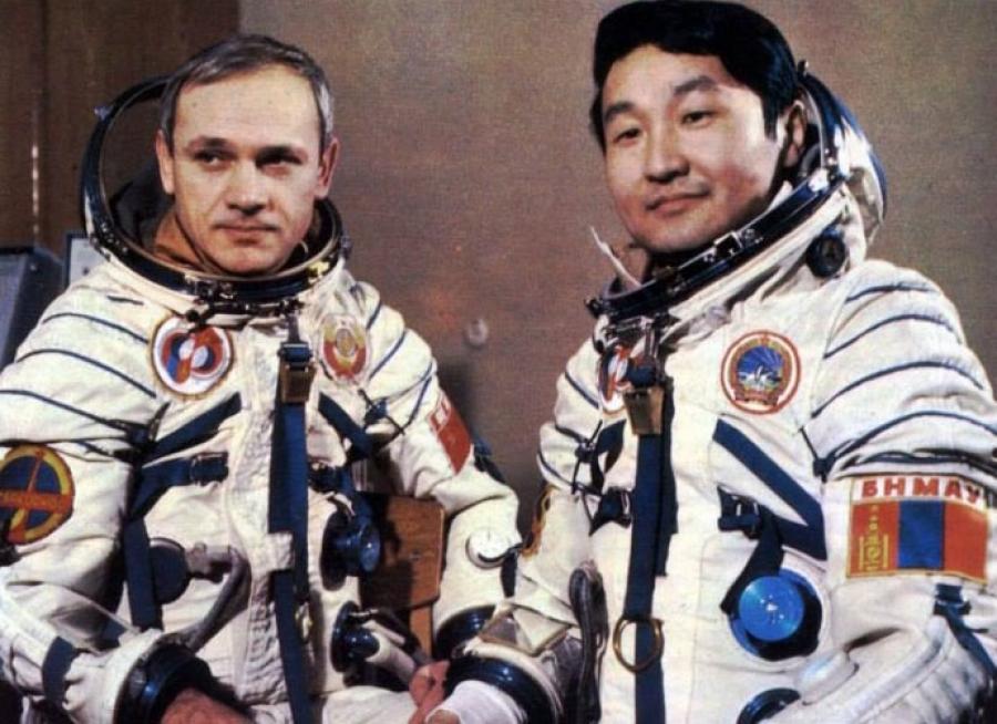 Монгол хүн сансарт ниссэн өдөр