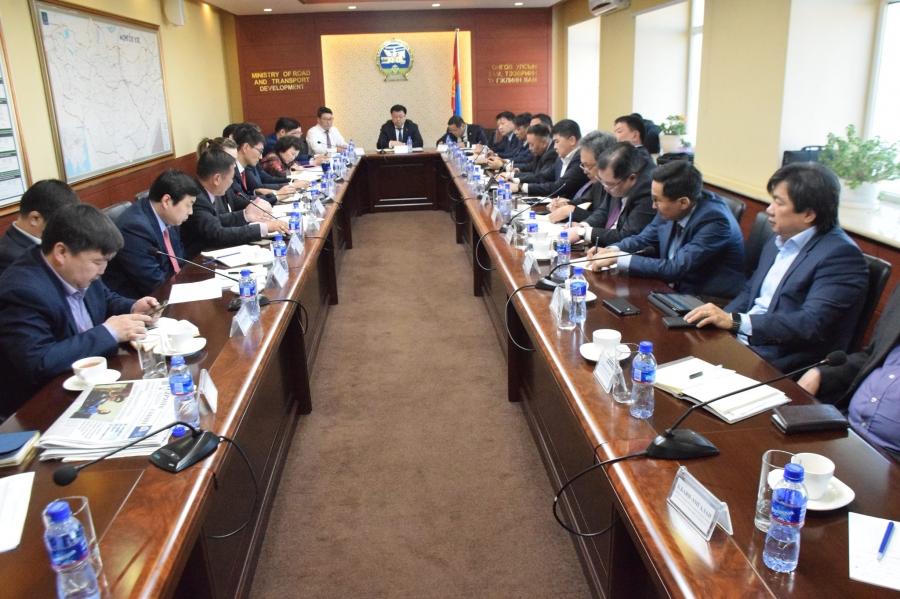 Улаанбаатар-Дархан чиглэлийн замын бүтээн байгуулалтыг яаралтай эхлүүлэх үүрэг өгөв