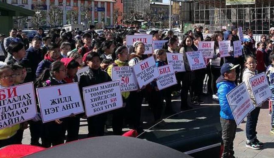 Хүүхдүүд зам тээврийн ослын эсрэг дуу хоолойгоо нэгтгэж байна
