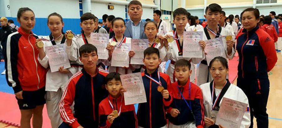 Таеквондочид зургаан алтан медаль хүртлээ