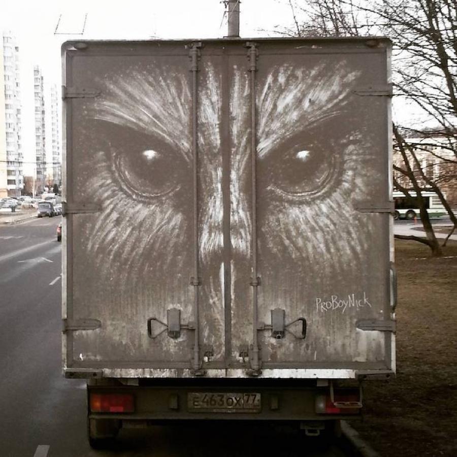 ФОТО: Тоостой бохир машин дээрх урлагийн бүтээл