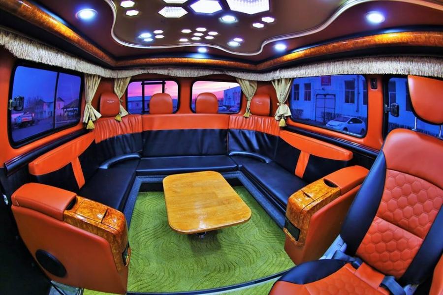 Монгол залуус УАЗ фургоныг ингэж өөрчилжээ
