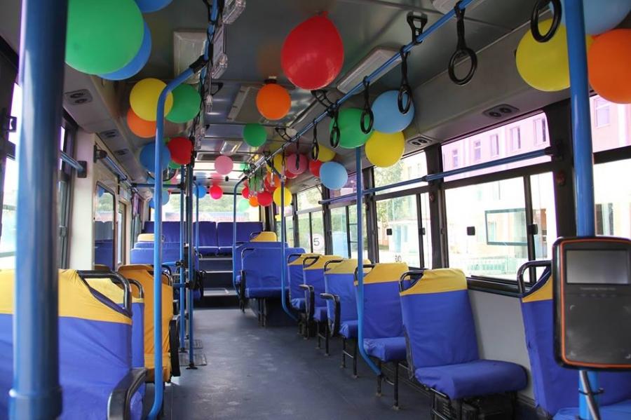 Баярын бөмбөлөгтэй автобус үйлчилж байна