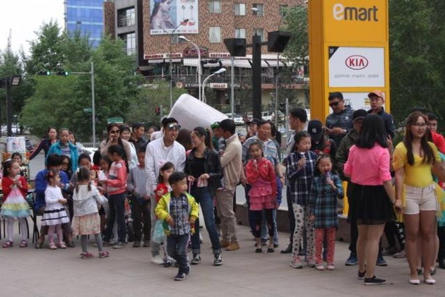 Emart дэлгүүрийн хамт олон хүүхдийн баярын үйл ажиллагаа зохион байгуулав