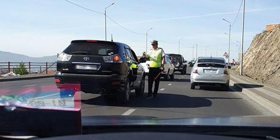 Замын цагдаа нар хулгайч шиг л ажиллах юм
