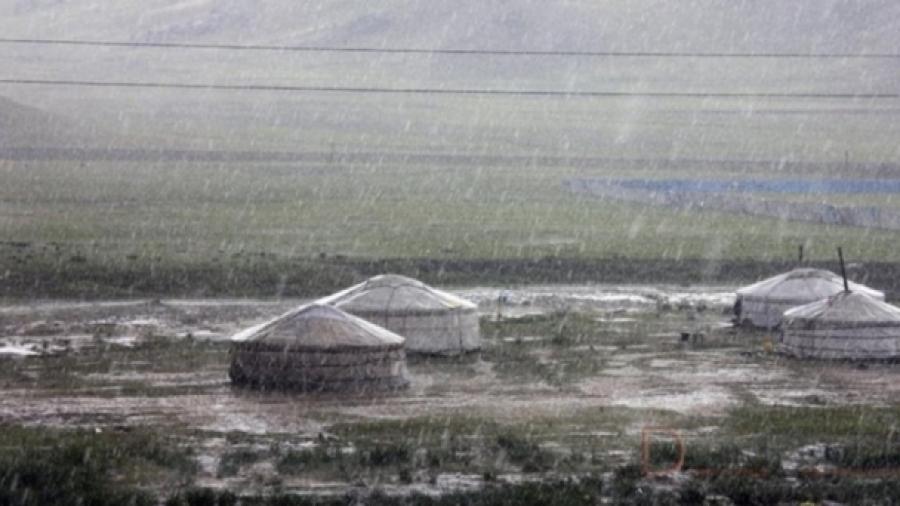 Ихэнх нутгаар гэнэтийн аянга цахилгаан бууж, усархаг бороо, мөндөр орж болзошгүй