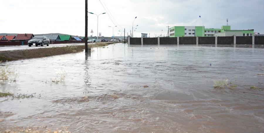 Хүчтэй аадар бороо, мөндөр орсны улмаас нэг хүн амиа алджээ