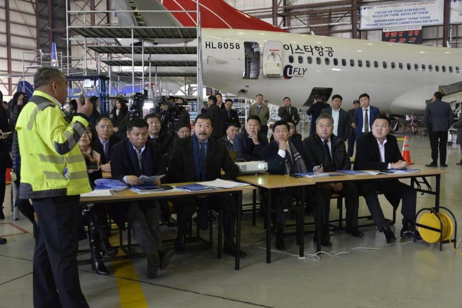 """Ж.Бат-Эрдэнэ: """"TBC-2MC"""" онгоцыг засварлахад дэмжлэг үзүүлнэ"""
