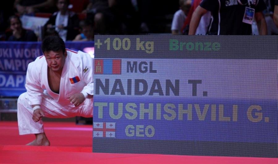 """Н.Түвшинбаярт """"Чингис хаан"""" одон хүртээнэ"""