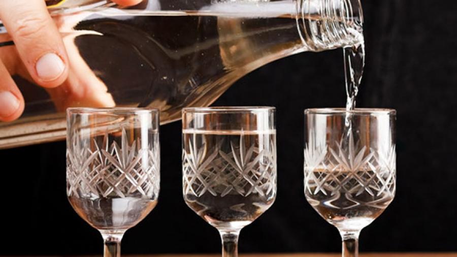 Орхон аймгийн ИТХ-ын дарга согтууруулах ундааны зөвшөөрлийг хавтгайруулан олгосон гэв үү