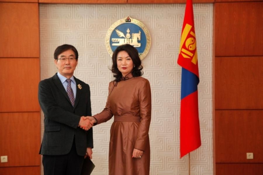 30 гаруй Монгол хүүхдэд амьдрал бэлэглэсэн Ку Бён Согийг Алтангадас одонгоор шагнав
