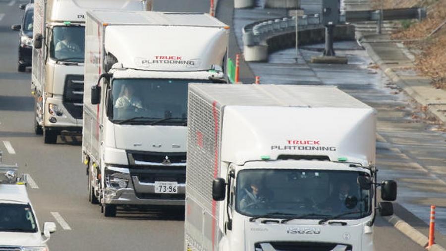 Японд жолоочгүй ачааны автомашины цувааг туршжээ