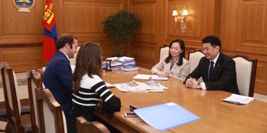 """Ерөнхий сайд """"The Japan Times""""сонинд ярилцлага өгчээ"""