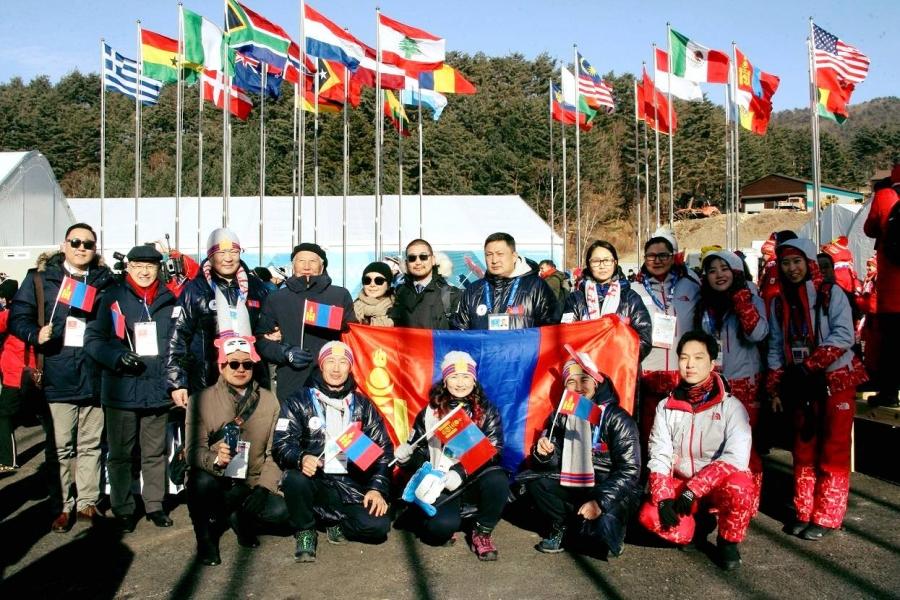 Монгол Улсын туг өргөх ёслол боллоо
