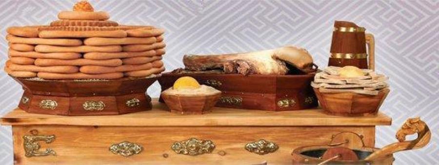 Монгол түмэндээ сар шинийн мэнд дэвшүүлье