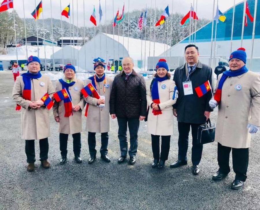 Пёнчан-2018: Монголын төрийн далбааг мандууллаа