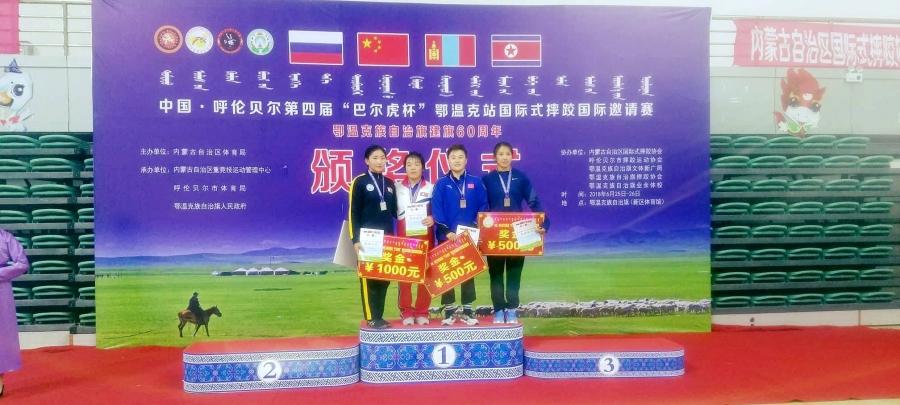 Эмэгтэй бөхчүүд урд хөршөөс дөрвөн медаль хүртэв
