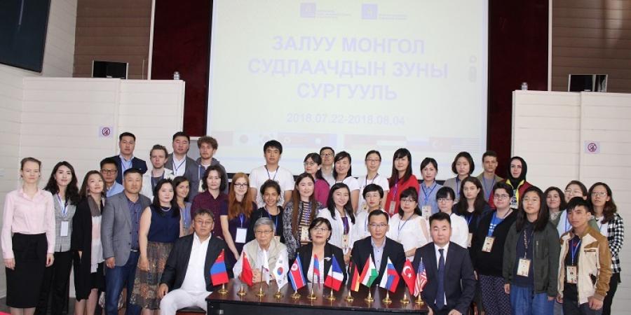 30 монгол судлаач, оюутан зуны сургуульд суралцахаар иржээ