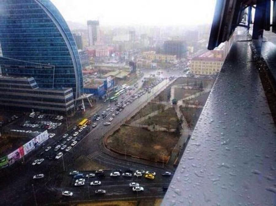 Улаанбаатарт  20-22 градус дулаан,түр зуурын бороо орно.