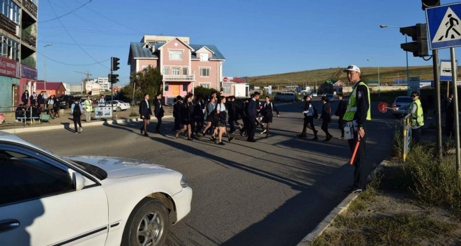Маргааш цагдаа нар сургууль, цэцэрлэгийн орчимд замын хөдөлгөөний зохицуулалт хийнэ