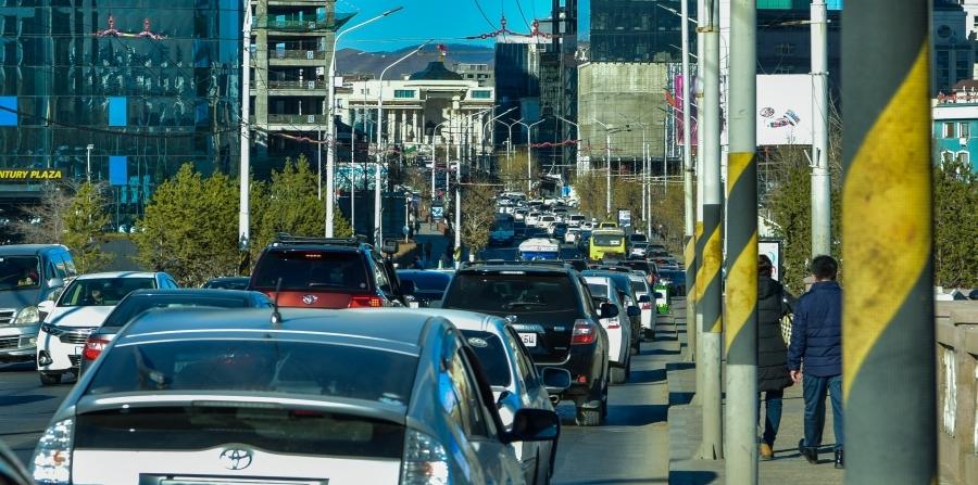 Шинэ дүрэм: Долоон нас хүрээгүй хүүхдийг харгалзах хүнгүйгээр тээврийн хэрэгсэлд үлдээхийг хориглоно