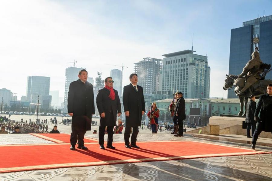 Tөрийн өндөрлөгүүд Чингис хааны хөшөөнд хүндэтгэл үзүүлэв