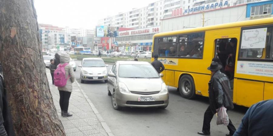Автобусны буудал дээр зогссон жолоочийг торгоно