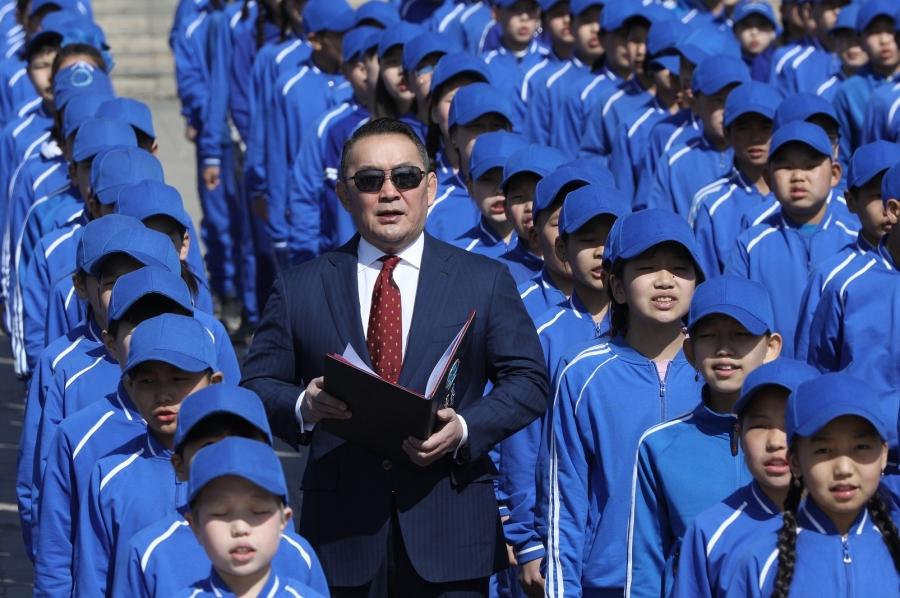 """Ерөнхийлөгч Х.Баттулга 2222 сурагчийн хамт """"Тусгаар тогтнол"""" шүлэг уншлаа"""