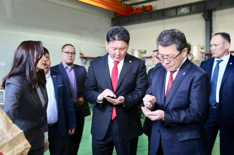 Монгол Улсын Ерөнхий сайд У.Хүрэлсүх малын ээмэгний үйлдвэртэй танилцав