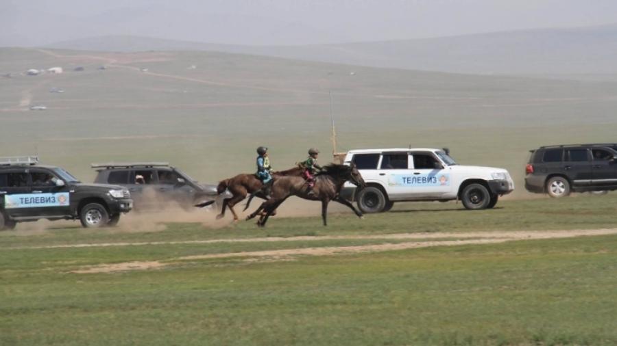 Хурдан морьдын уралдааныг есөөс дээш машин дагахгүй