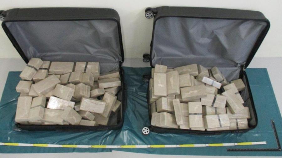 Монголын  дипломатч 70 кг хар тамхи тээвэрлэж яваад баригджээ
