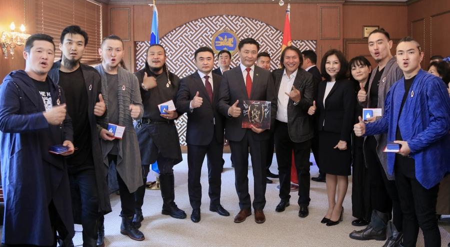 The Hu хамтлагийн уран бүтээлчид СТА боллоо