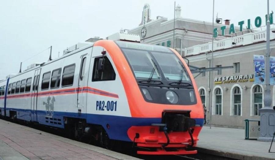 Улаанбаатар-Дархан чиглэлд Рейлбус явж байна