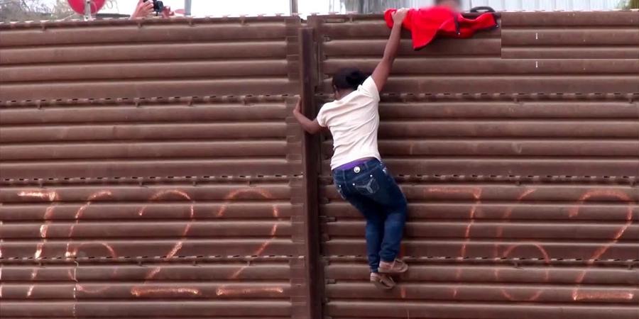 Д.Трамп Мексикийн хилийг тусгаарлахаар яарч байна