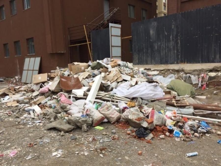 Нийтийн эзэмшлийн талбайд хуримтлагдсан хог хаягдлыг арилгах үүрэг өглөө