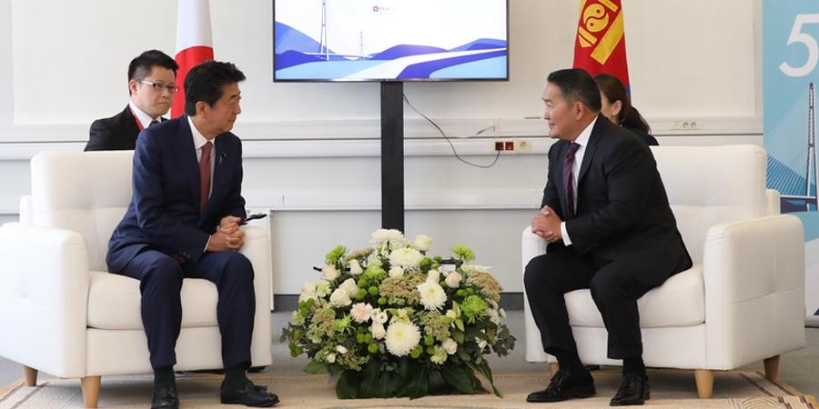 Монгол Улсын Ерөнхийлөгч Х.Баттулга Япон улсын Ерөнхий сайд Шинзо Абэ нар уулзав
