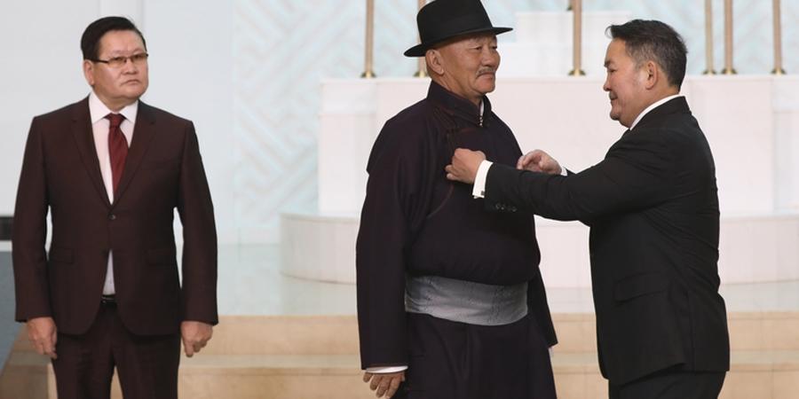 Ерөнхийлөгчийн зарлигаар Л.Мягмарсүрэнд Монгол Улсын Гавьяат цол хүртээв