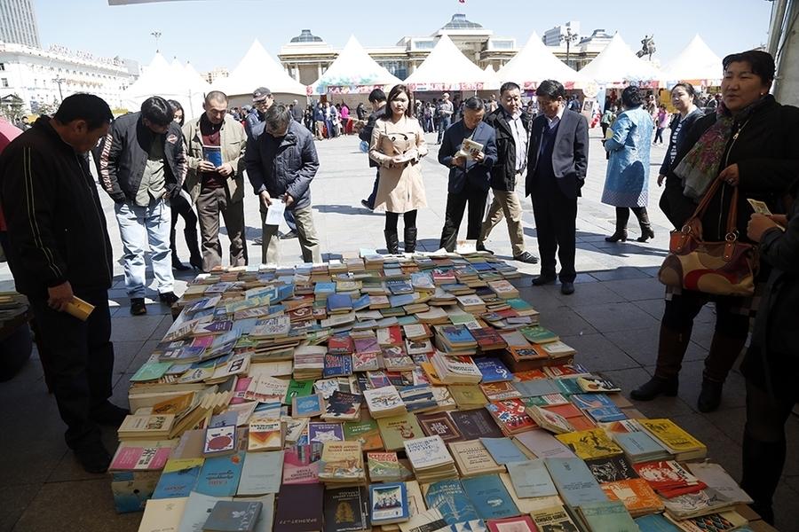 Сүхбаатарын талбайд ''Үндэсний номын баяр'' болж байна