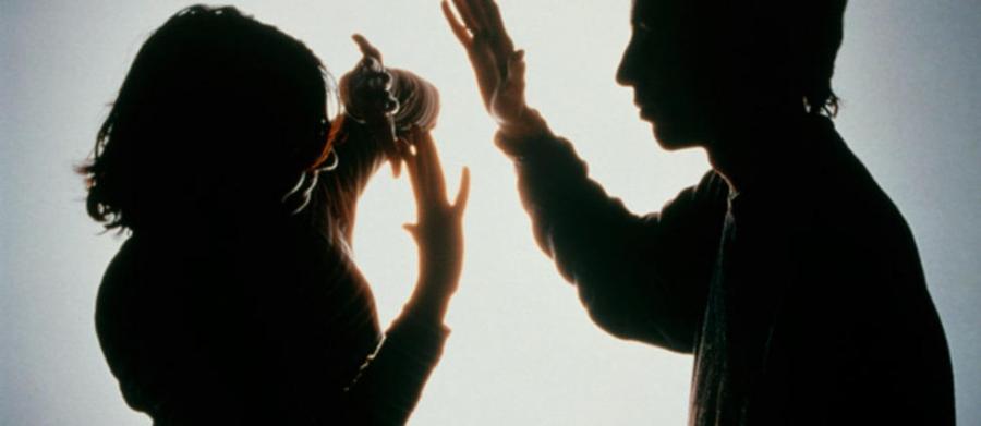 Эхнэрээ 10 жил хүчирхийлсэн прокурор ажлаасаа халагдаад удаж байгаа гэв