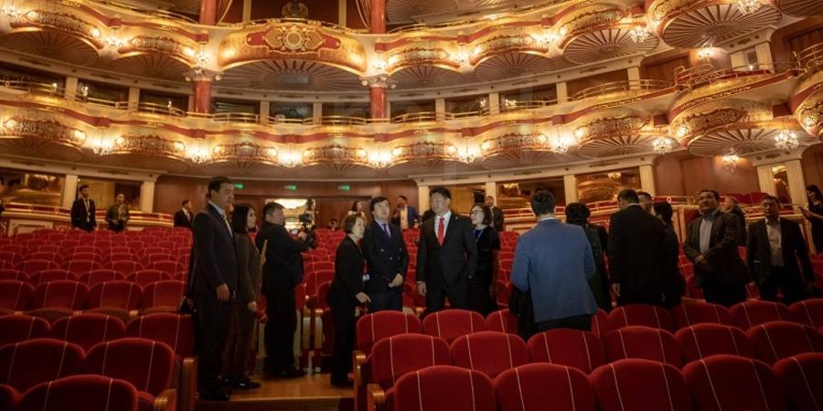Казахстаны дуурь бүжгийн театр, үндэсний музейтэй танилцав