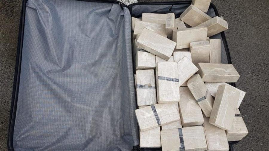 Манай дипломатуудын авч явсан хар тамхи хэнийх вэ?