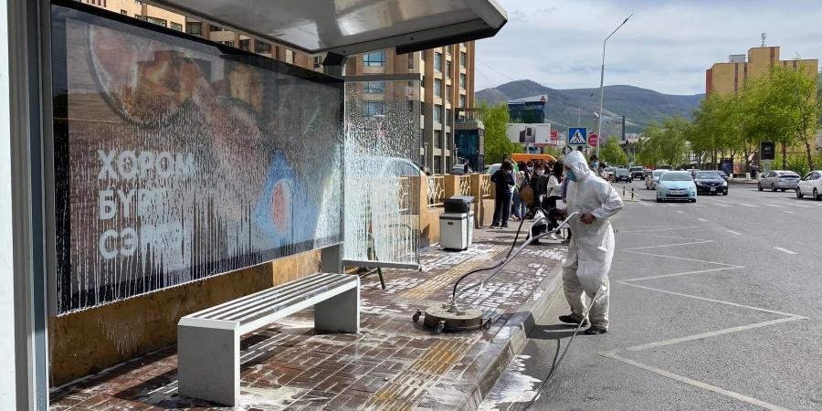 Автобусны буудал, нийтийн эзэмшлийн гудамж талбайг  цэвэрлэж, ариутгаж байна