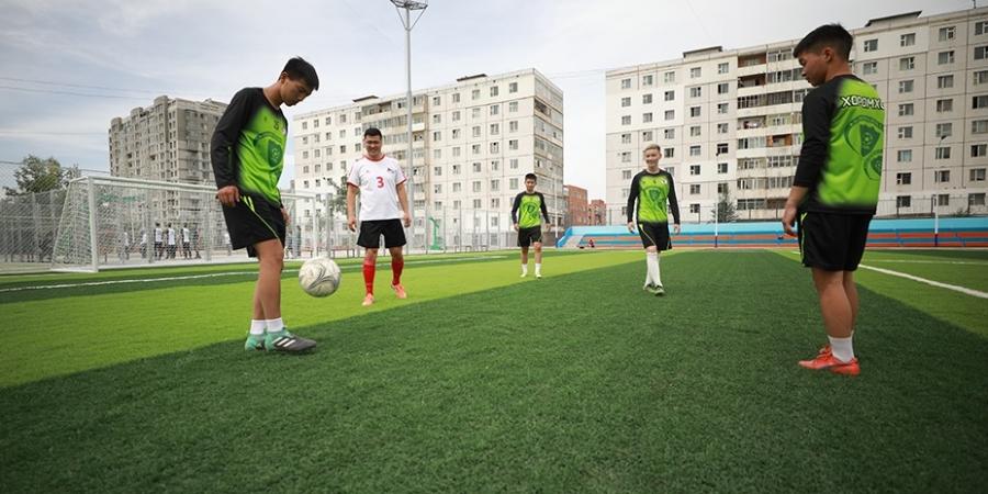 Баянзүрх дүүрэгт олон улсын стандартад нийцсэн иж бүрэн спортын талбай нээгдлээ