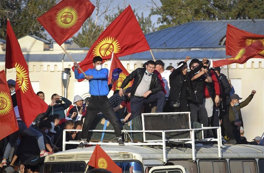 Киргиз: Тэмцлийн үр дүнд сонгуулийн дүнг хүчингүй болгов
