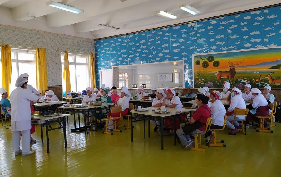 Цэцэрлэг, сургуулийн тогооч нарын мэдлэг, ур чадварыг дээшлүүлэх сургалтад 168 хүн хамрагдлаа