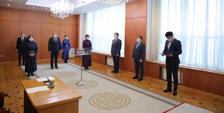 Хүний эрхийн Үндэсний Комиссын гишүүд тангараг өргөлөө